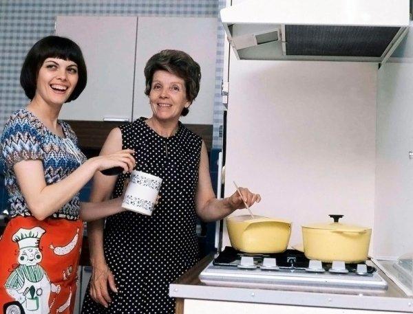Mimi chez elle dans la cuisine avec sa tante Irène