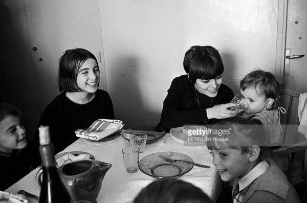 Mimi avec ses petits frères et soeurs en 1966