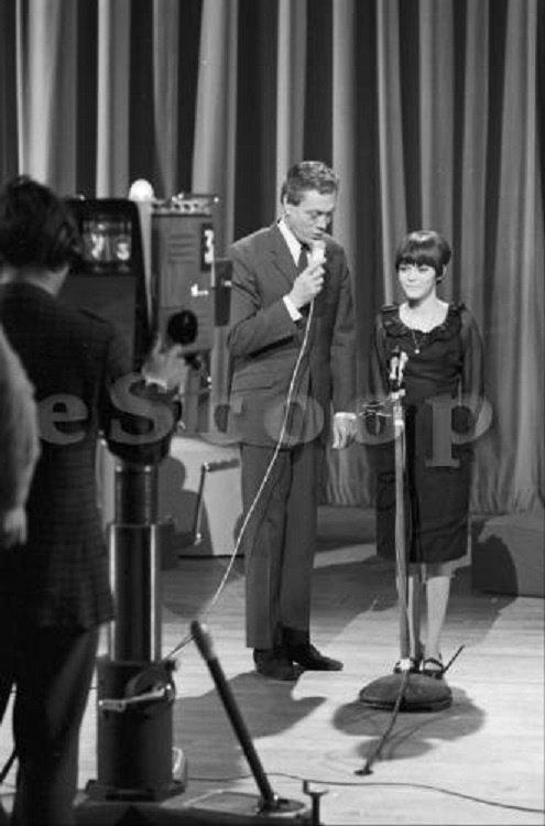 """Roger Lanzac et Mireille au """"Jeu de la Chance"""" en 1965"""