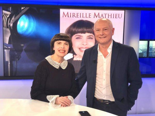 "Mireille Mathieu et Patrick Simonin de ""TV5 Monde""."