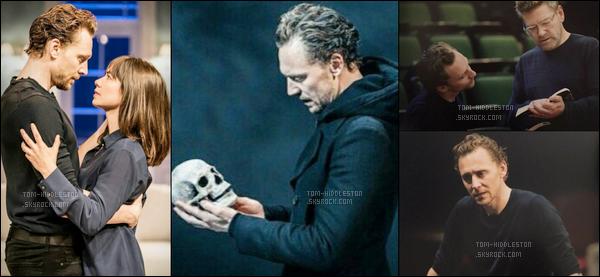 Notre cher Tom Hiddleston a été vu durant sa représentation au théâtre de Londres où il joue Hamlet