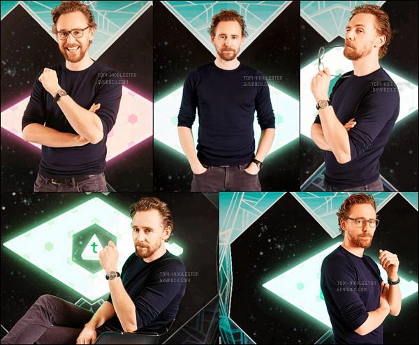 • Tom Hiddleston a fait un photoshoot pour le film Thor Ragnarok, il est magnifique N'ayant toujours pas de news de notre cher Tom, je poste ce photoshoot pour compléter le blog, J'adore les photos