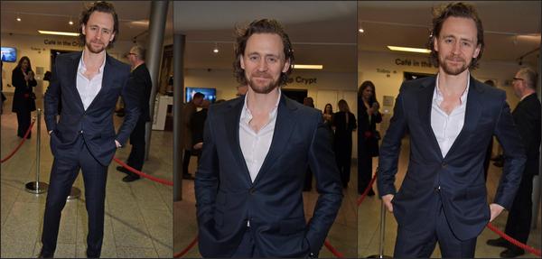 """13/03/2019 :  Tom Hiddleston était à une soirée pour la première de la pièce de théâtre """"Betrayal"""" à Londres"""