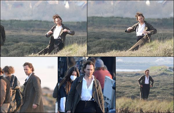 ● 23/03/2021 : Tom Hiddleston a été photographié sur le tournage de « The Essex Serpent » situé à Londres Tom reprend les chemins des tournages ça fait plaisir ! Il y incarnera Will Ransome. Nous n'avons pas plus d'informations