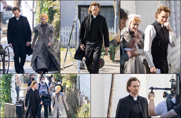 ● 30/03/2021 : Tom Hiddleston a été photographié sur le tournage de « The Essex Serpent » situé à Londres Cette fois-ci Tom Hiddleston était accompagné de l'actrice et productrice américaine Claire Danes qui a un rôle dedans