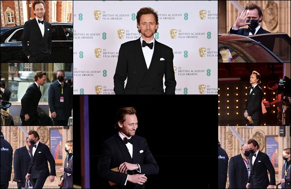 ● 11/04/2021 : Tom Hiddleston était présent aux « EE British Academy Film Awards » située dans Londres ... La cérémonie avait lieu au Royal Robert Hall. Tom était comme à son habitude très élégant dans son costume, un top