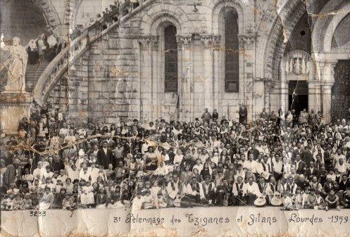 Photo du Pélérinage des gens du voyage a  Lourdes en 1959 premiere partie