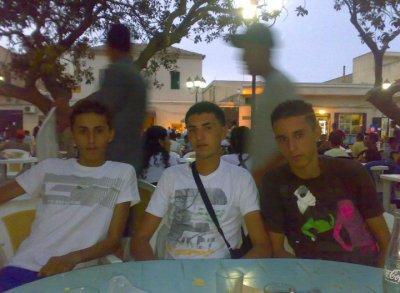 c moi avec mon cousin et son ami