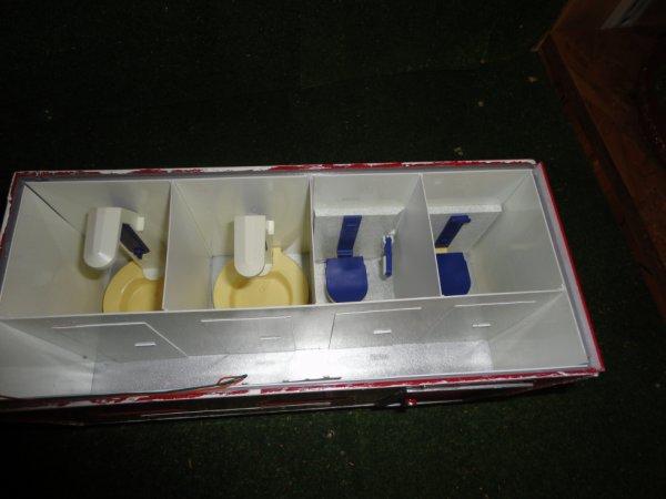 interieur remorque toilettes et douches du personnel