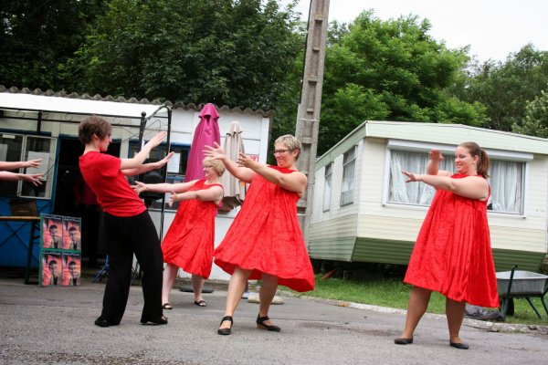 Dimanche 13 juillet camping de Bergues Mis à jour : il y a environ une minute Superbe après midi, merci à Mme Blary pour son accueil et les résidents du camping. Des rires et de l'émotion. Très touchés par le geste à la fin de la prestation des résidents du camping ça fait chaud au c½ur. Un grand Merci aux danseurs d'Atomic Dancers qui sont venus pour cette prestation