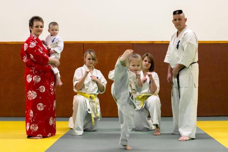 Karaté Kyokushinkai Svetlana Peretel, 6 ans, la relève française