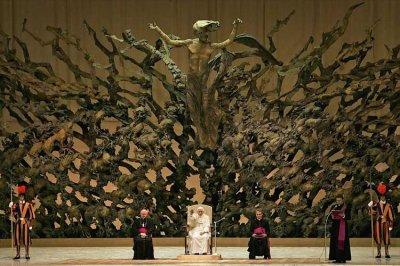 le vatican satanique et illuminati !?  oui je crois .....