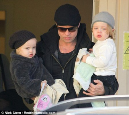 Brad Pitt et les jumeaux Vivienne et Knox !