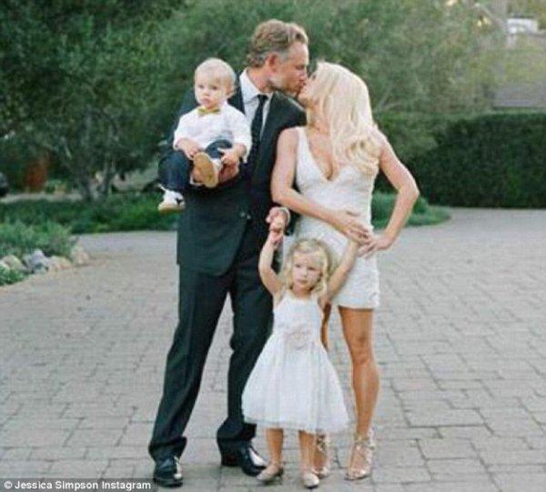 Jessica Simpson, Éric Johnson et leurs deux enfants : Maxwell, 2 ans et Ace, 1 an !