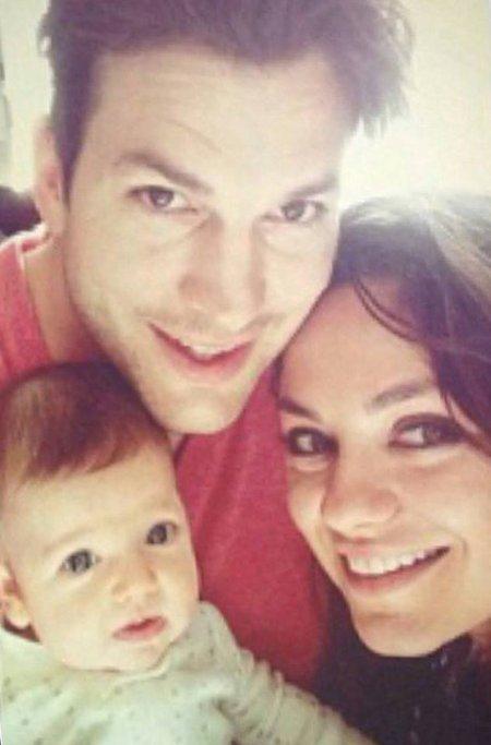 Mila Kunis, Asthon Kutcher et leur fille Wyatt, 2 mois et demi !