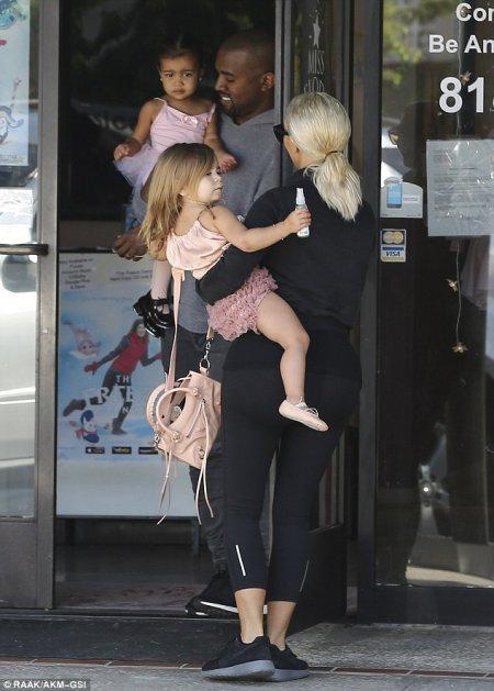 Kim et Kourtney Kardashian en famille !