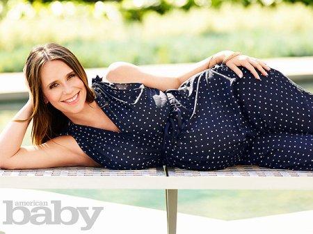 Jennifer Love Hewitt pose enceinte de son deuxième enfant !
