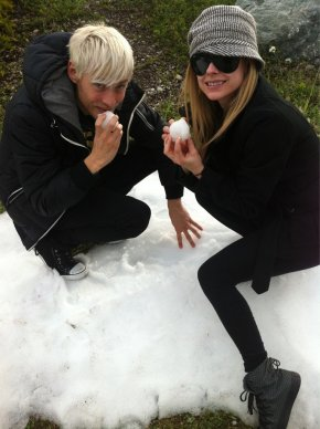 Avril quading with Evan in Canada, and Twitter pictures - October 17, 2011