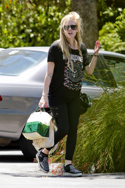 Avril out with Chad Kroeger in Los Feliz - June 18, 2012
