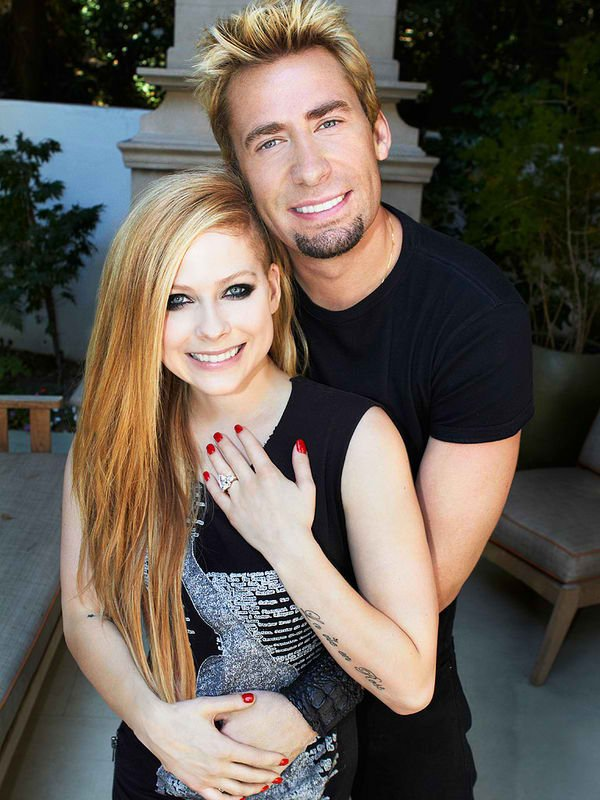 BREAKING NEWS - AVRIL IS GETTING MARRIED !