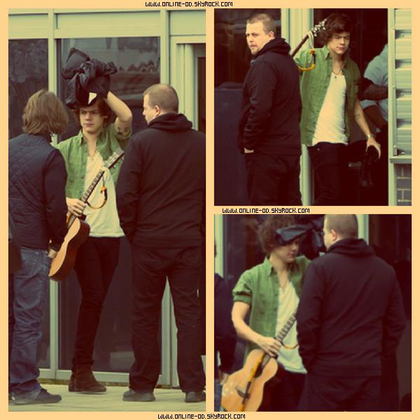 16/02: Louis & Niall arrivant à Rehearsals.
