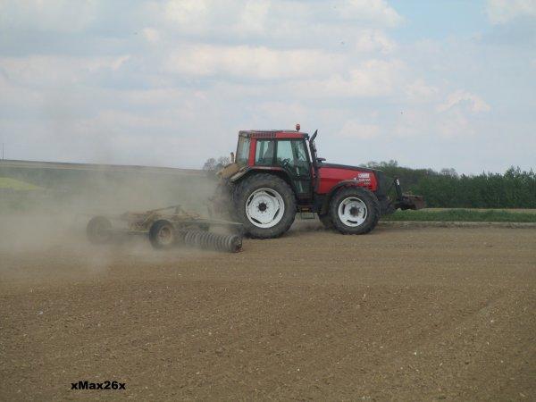 Valtra 8150 au roulage du maïs