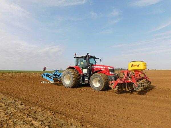 Travail du sol avec un Massey Ferguson  7716 - 2018