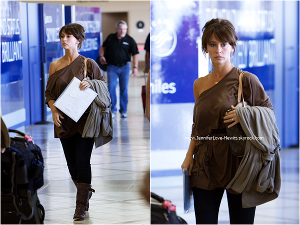 * 17.09.2010 : Jennifer arrivant à l'aéroport LAX de Los Angeles.  *