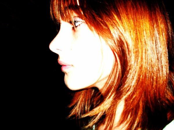 Et ça fait mal crois moi, une lame enfoncée loin dans mon âme, regarde en toi même pas l'ombre d'une larme.