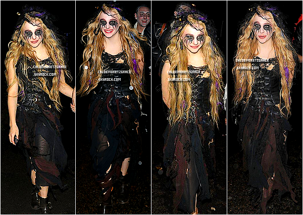. Chloë accompagné de son frère quittant la Fête d'Halloween de Jonathan Ross à Londres. Très souriante, elle s'est rendue à la fête déguisée en Zombie. .
