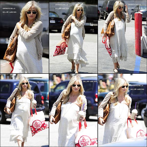 I 09AOUT2012 - Après être allée chez le coiffeur, Sarah a été faire du shopping à westood et au coffee bean & tea leaf. I