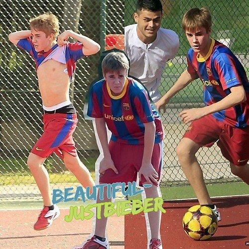 - Justin Bieber était entrain de jouer au Foot en Espagne ( 4 Avril 2011 ) -
