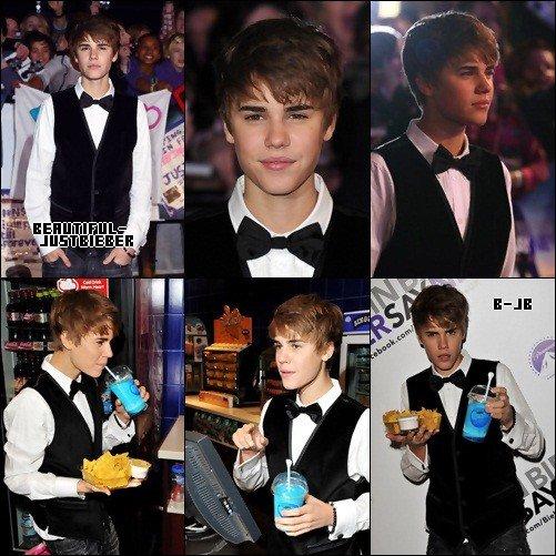 Candids  : Justin a été aperçu  à l'aéroport de Los Angeles & Justin a Londres, hier le 14 Février