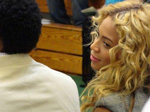 © Candid : Beyoncé à la remise de diplôme du neveu de Jay-Z