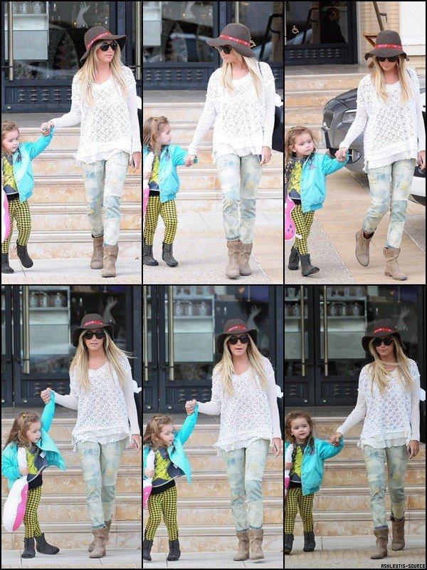 07.03.2013 - Ashley faisant du shopping avec sa nièce Mikayla chez Barneys New York à Beverly Hills. Trop Chou ♥