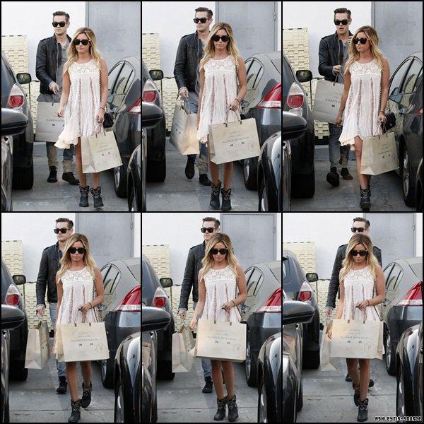 27.03.2013 - Ashley et Christopher French ont été aperçus quittant le magasin AllSaints Spitalfields à Los Angeles.