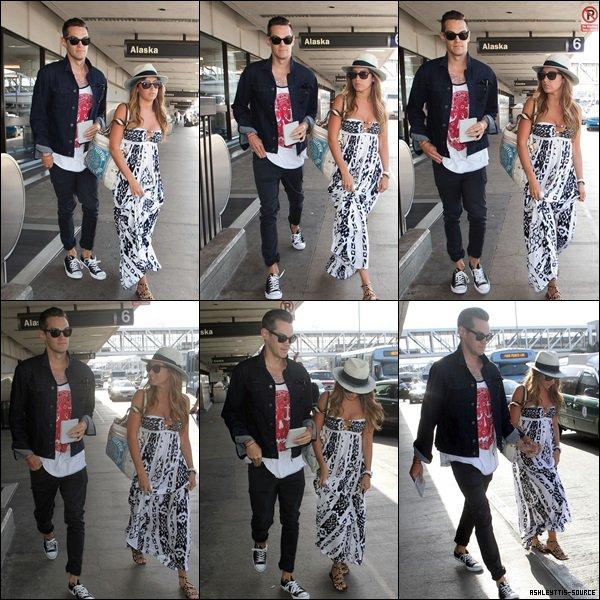 23.04.2013 - Ashley arrivant à LAX avec Chris après un petit week-end au Mexique.