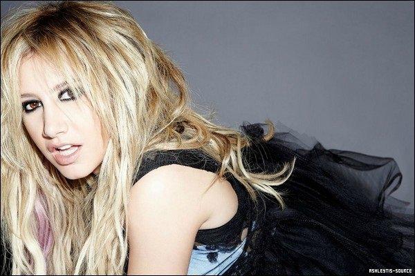 Découvrez le photoshoot d'Ashley pour le magazine Icon réalisé par Steve Erle.