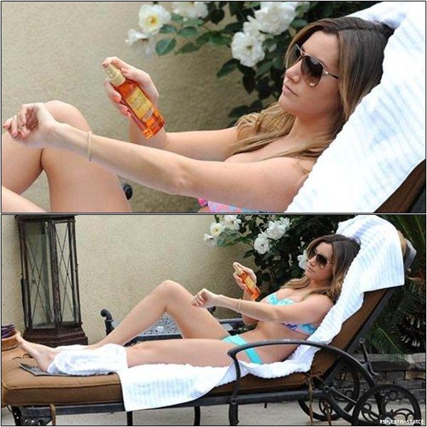 08.05.2013 - Ashley se relaxant au bord de la piscine de son hôtel à Laguna Beach.