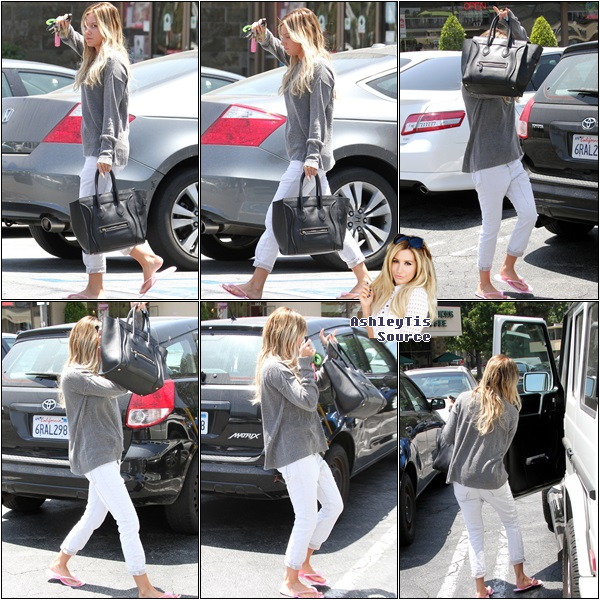 02.06.2013 - Ashley quittant un salon de manucure dans Hollywood.