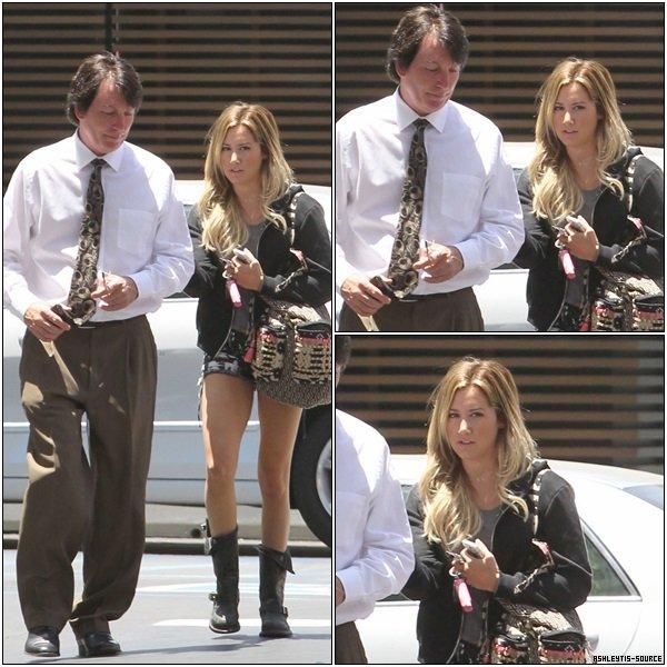 18.06.2013 - Ashley sortant d'un rendez-vous médical dans Los Angeles.Plus de photos seront disponible dans la journée.