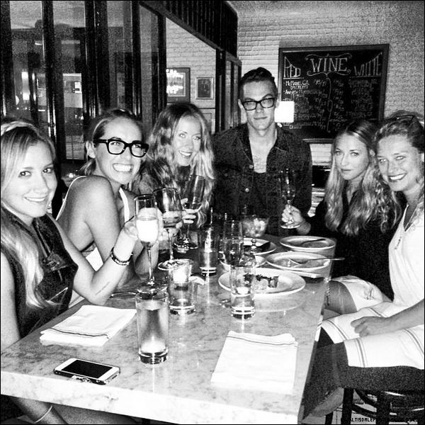 02.07.2013 - Ashley a feté son anniversaire avec sa famille et des amis.