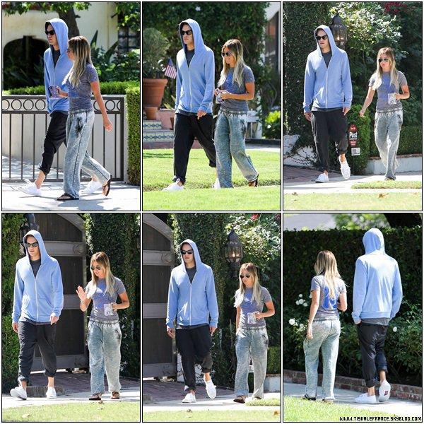 13.07.2013 - Ashley allant avec Christopher à l'épiserie Trader Joe dans Toluca Lake.