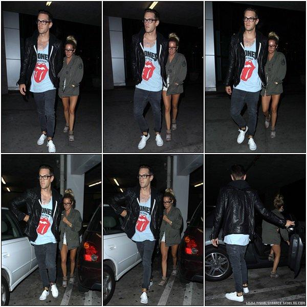 22.07.2013 - Ashley faisant (encore) du shopping avec Chris au Planète Bleue de Beverly Hills.
