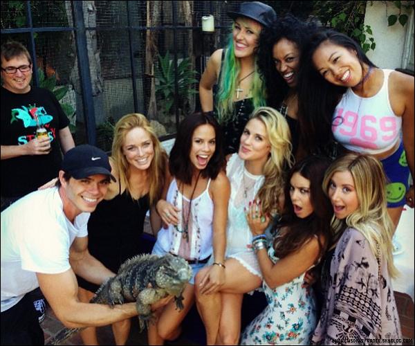 04.08.2013 - Ashley  se rendant à l'anniversaire de Laura New, avec Christopher French.