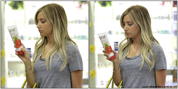 05.08.2013 - Ashley faisant du shopping à « Target » dans Los Angeles.