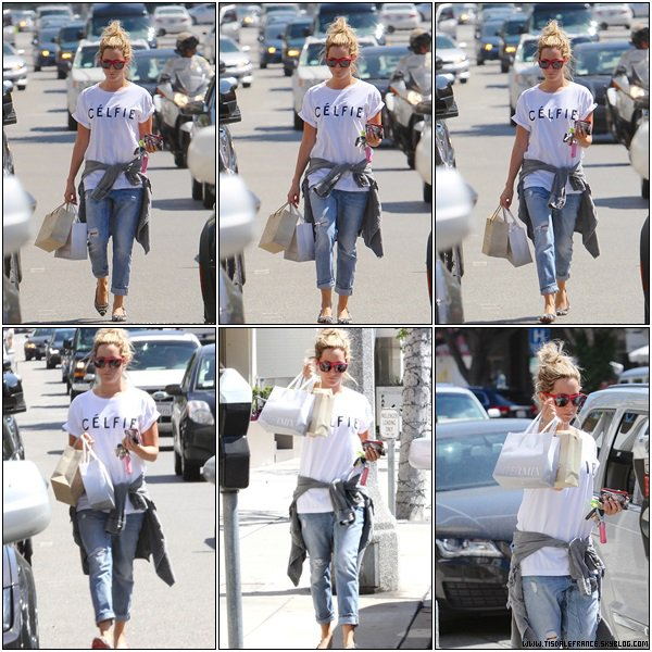 06.08.2013 - Ashley faisant du shopping à Robertson Boulevard.
