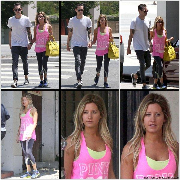 13.08.2013 - Journée avec son fiancé Christopher... ET LA BAGUE !