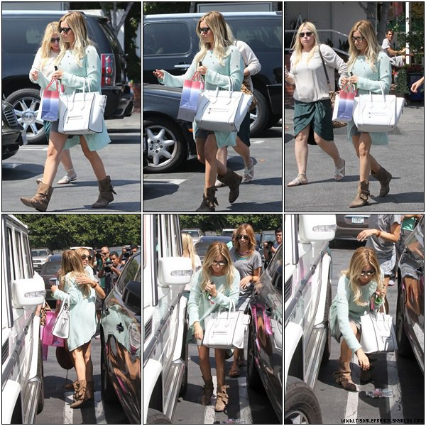 14.08.2013 - Ashley quittant  le « 310 Casting Studios », un studio de casting,  dans Los Angeles