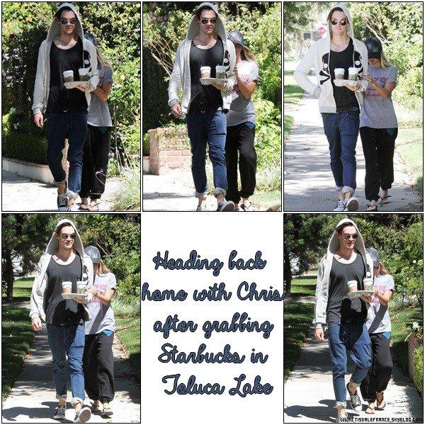 17.08.2013 - Ashley et Christopher dans Toluca Lake après avoir été au Starbucks.